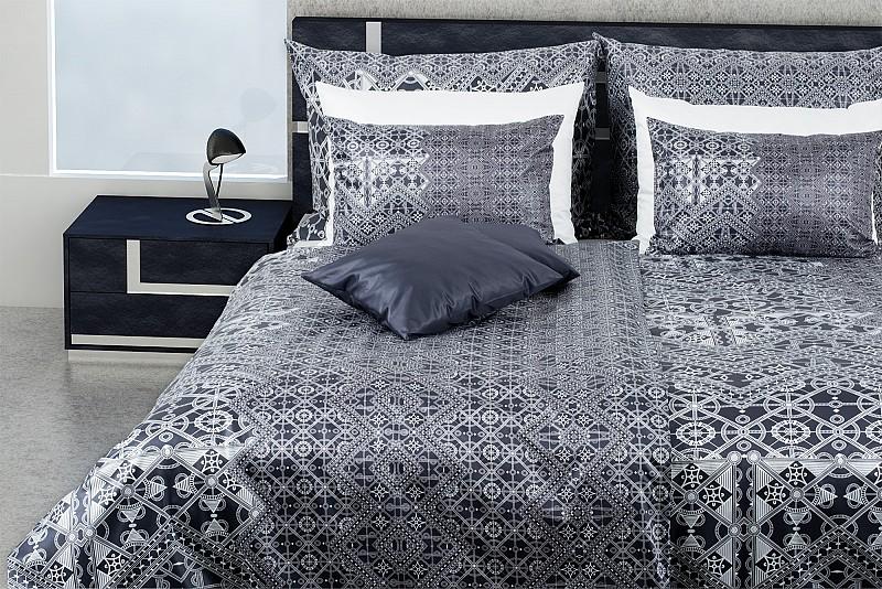 extravagante bettw sche mit schwarz wei em ornament glamonde. Black Bedroom Furniture Sets. Home Design Ideas